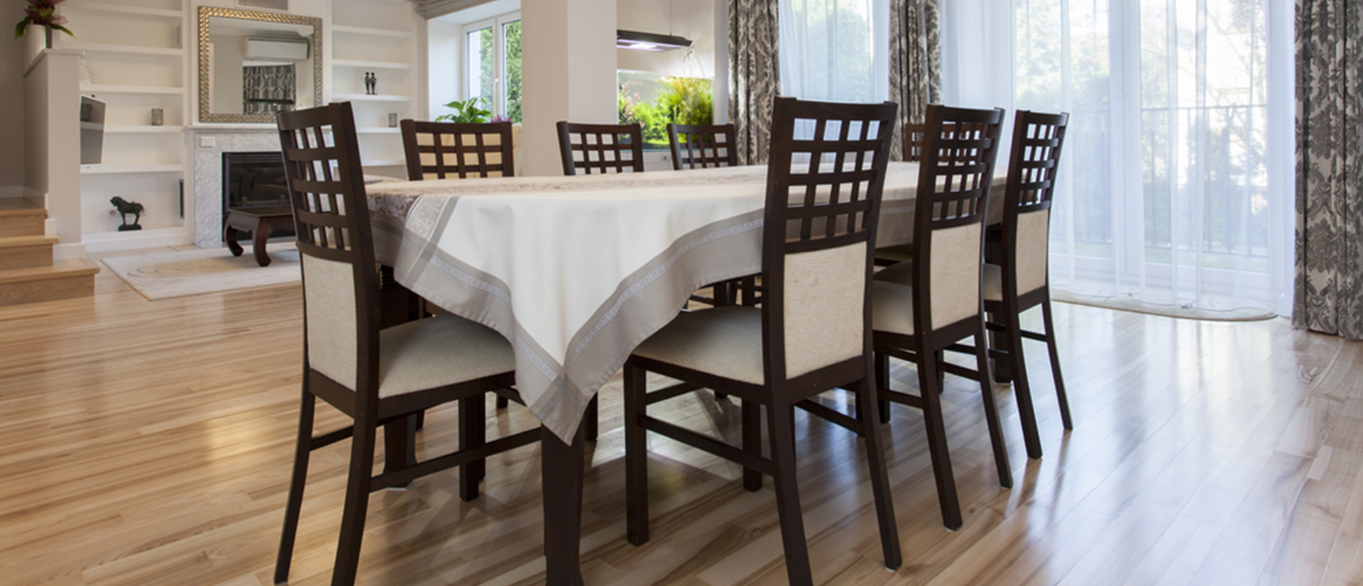 https://www.istockphoto.com/in/photo/modern-dining-room-beside-the-kitchen-ready-to-serve-gm623881670-109542787
